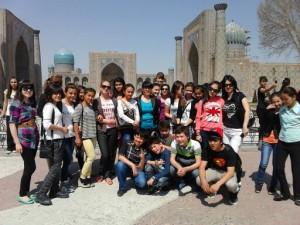 На фоне площади Регистан