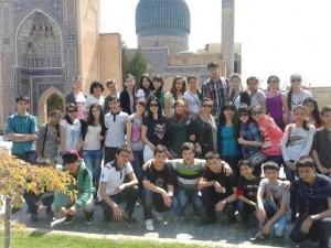 На фоне мавзолея Амир Темура