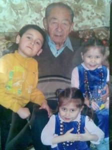Ортикбоев Абдулла с правнуками