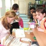 дети забирают книги