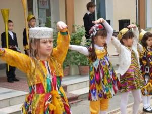 Танцем приветствуем гостей из Южной Кореи
