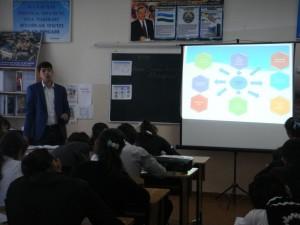"""Насыров М.Н. проводит урок экономики в 9 """"Г"""" классе"""