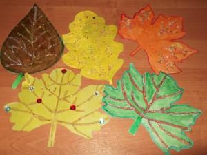 Осенние листья из различных подручных материалов