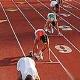 Спортсмены на беговой дорожке